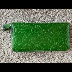 Coach Wallet Green patten leather